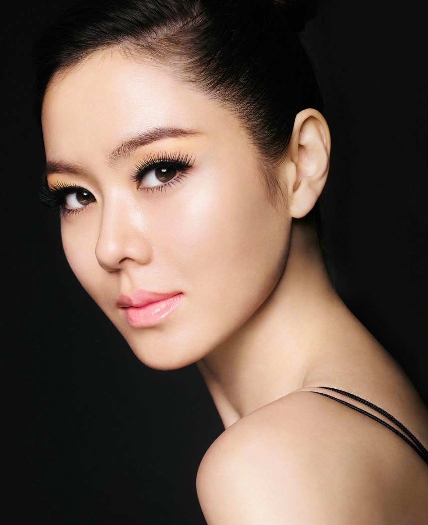 Korean Actress Ye Jin Son Picture Gallery