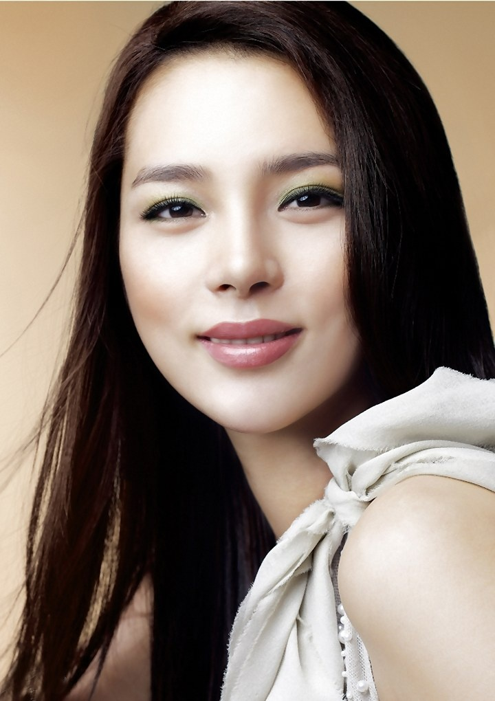 Korean Actress Park Si Yeon Picture Gallery