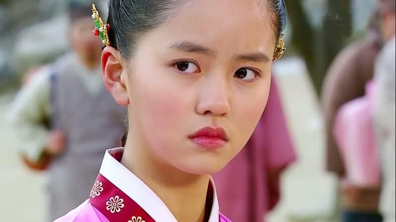 Korean Actress So Hyun Kim Picture Gallery